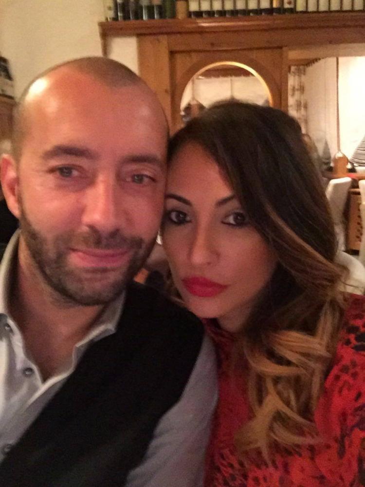 Un primo piano di mister Cristian Bucchi con la moglie Roberta Leto
